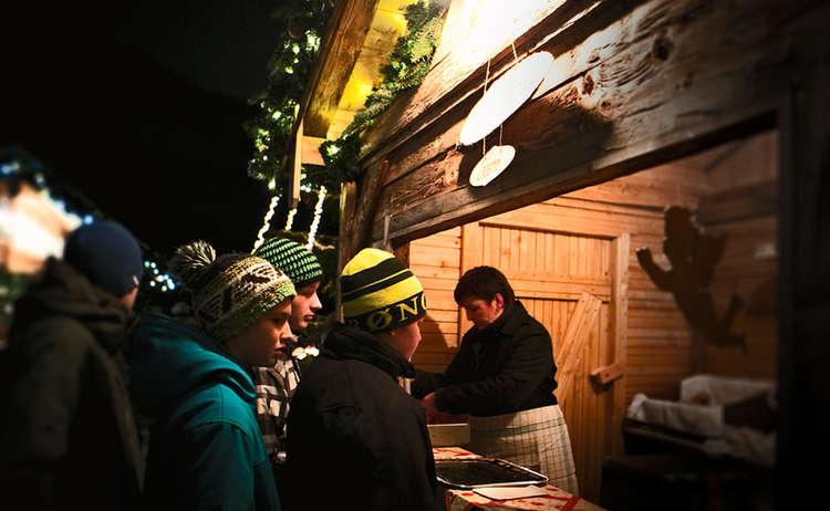 Hütte am Adventmarkt Marktschellenberg © WARP3