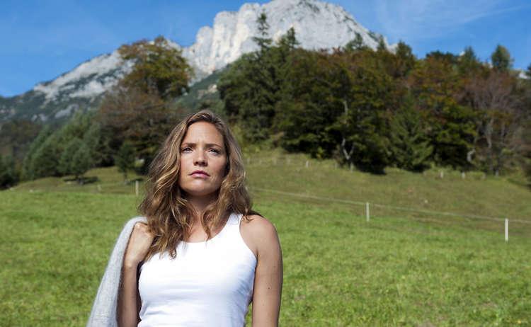 Lena Lorenz (Patricia Aulitzky) vor dem Untersberg © ZDF | Thomas K. Schumann